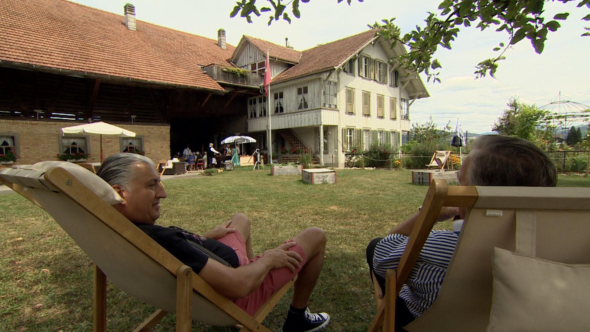 Liegestuhl blick aufs Haus